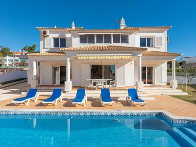 Photo for Luxury villa in Albufeira with private pool and 300 m from the beach of Gale