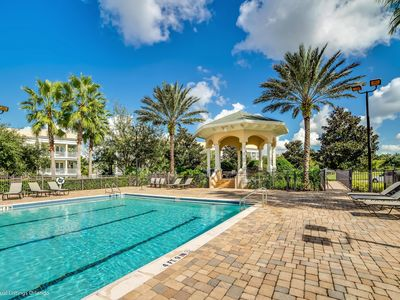 Photo for Beautiful, Ground Floor, 20 Minutes to Disney, Communal Pool & Restaurants
