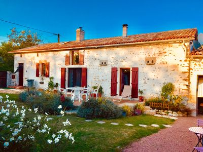 Photo for Charming 6 bedroom House / Gite with private Pool in the Charente Maritime