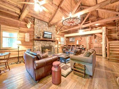 Photo for Twin Creeks, 4 Bedrooms, Sleeps 14, Rustic Lodge, Hot Tub, Pool Table