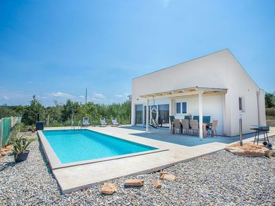 Photo for Single storey, detached villa with private pool, 3.5 km from Lanterna beach