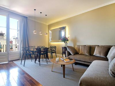 Photo for Sunny Balcony apartment in Gràcia with WiFi, air conditioning, balcony & lift.