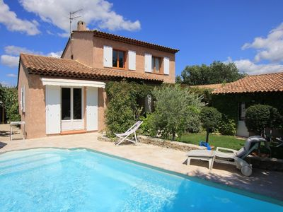 Photo for 4 bedroom Villa, sleeps 8 in Pertuis with Pool and WiFi
