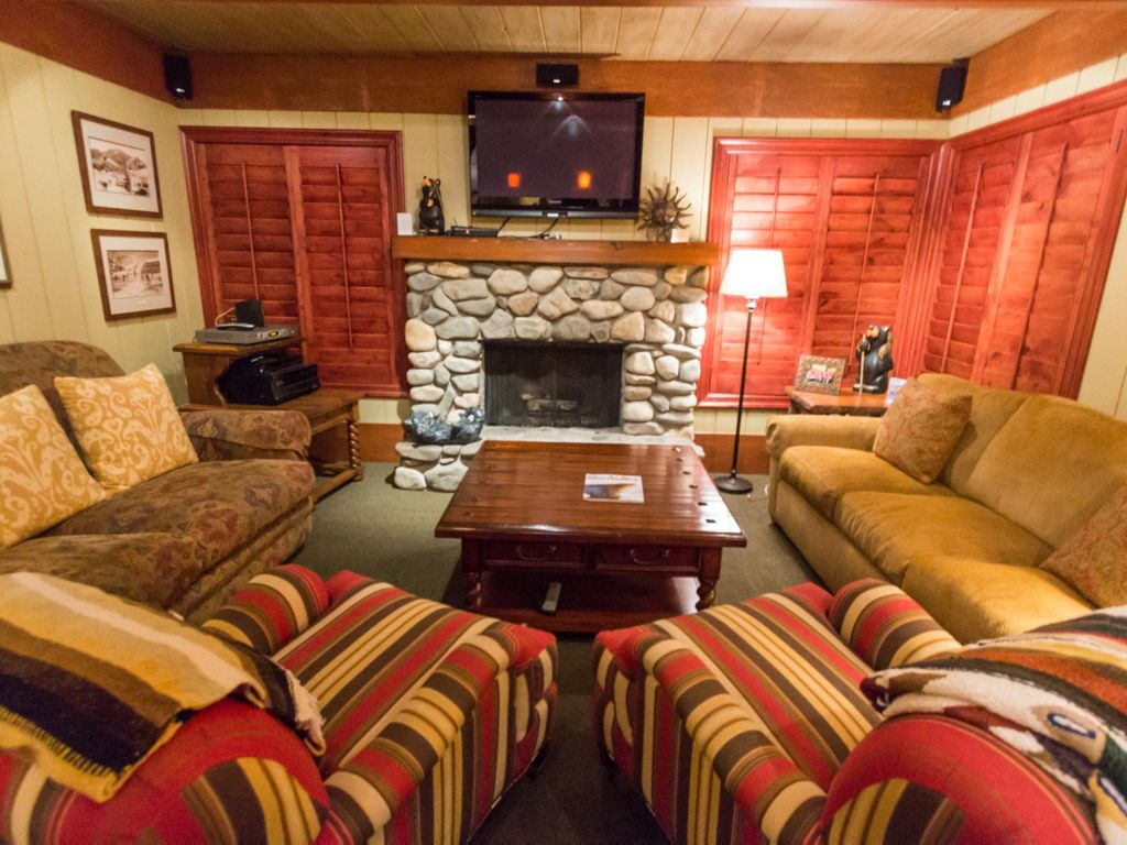 Newly Remodeled 2 Bedroom Condo With Mountain Views And Full Sun Valley Amenities 2 Br Vacation