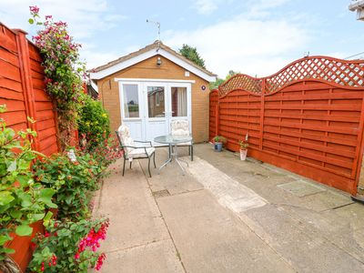 Photo for THE ANNEXE, with a garden in Long Sutton, Ref 1016656