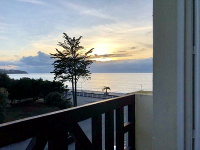 Photo for Bright apartment with sea view and direct access to the beach