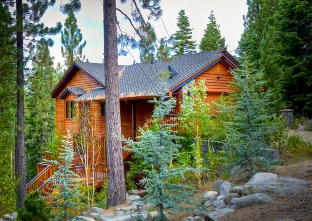 Luxurious custom mountain home w outdoor w vrbo for Custom mountain homes