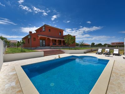 Photo for Villa Marina is in the quiet little village Suhovare, ideal for relaxation.