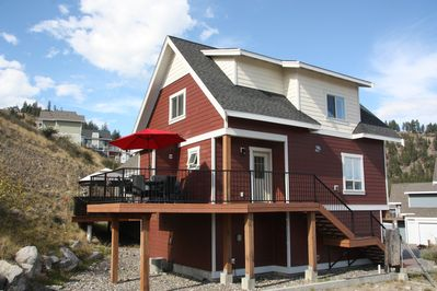 This cottage features two decks, one front and one rear with gas line and BBQ.