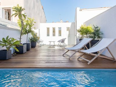Photo for Bourgeois Home Nimes center with terrace and pool