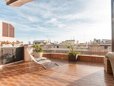 Photo for Trafalgar Rooftop apartment in Eixample Dreta with WiFi, air conditioning, roof terrace & lift.