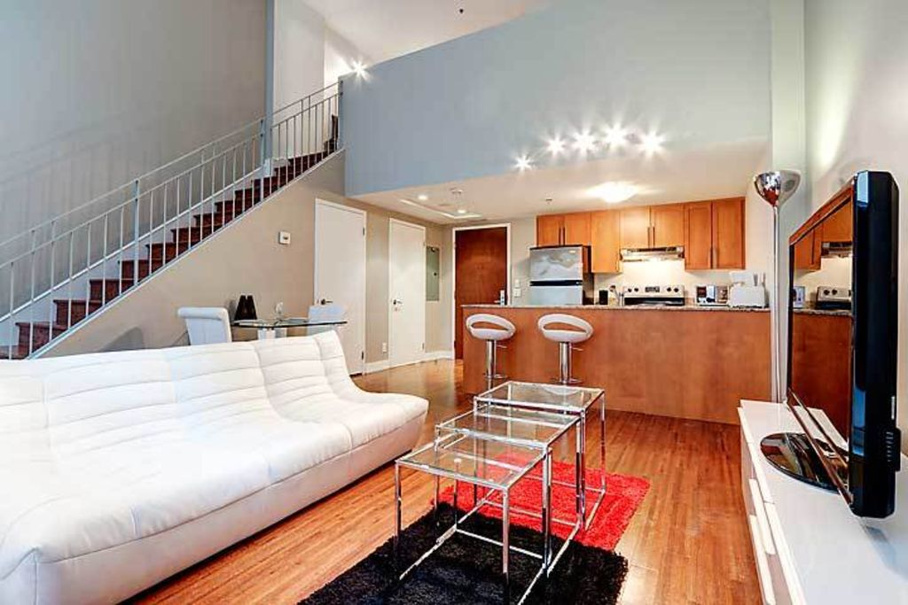 Two floor apartment in downtown montreal two floor for Two floor apartment