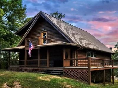 Secluded lake front Ozark cabin perfect for social distancing!