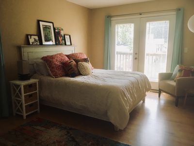Private carriage house in Butchertown.  Perfect for Solitude.
