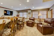 Ski-In/Out w Luxury Kitchen onsite Restaurants/Shops -Pool & Hot Tubs & Shuttle-