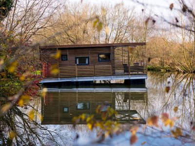 Photo for Floating Lodge - Eider. Near Longleat and Bath