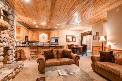 Spacious deluxe living dining kitchen - ParkCityLodging_Timberwolf2B_Living_1