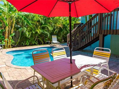 4 Minute Walk to the Gulf Beaches - Private Heated Pool - in Holmes Beach