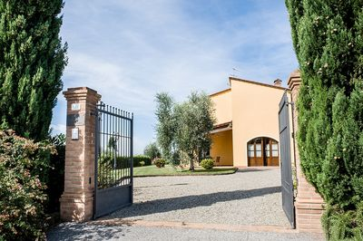 Villa entrance with private parking space ip to 3 cars