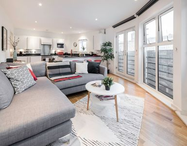 Photo for Modern & über Cool 2 Bed 2 Bath in Clerkenwell