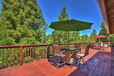 Escape to this quaint 5-bed, 4-bath vacation rental house in Murphys.