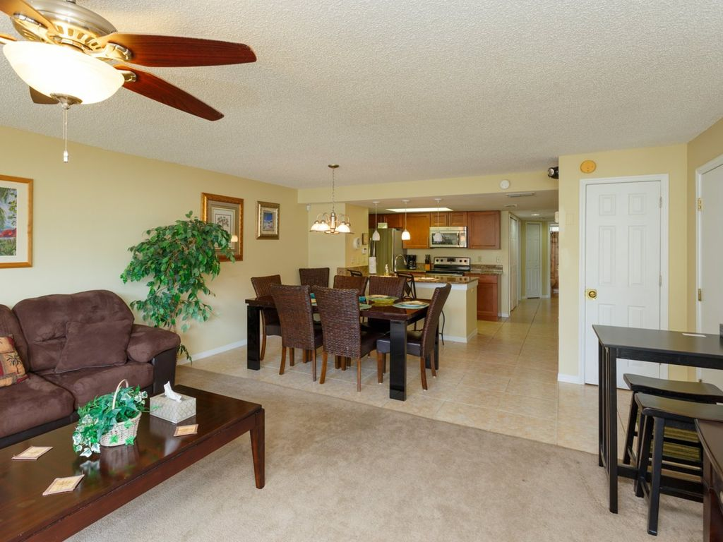 Crib for sale in palm bay - Spacious Dining Area For 8 Next To Kitchen