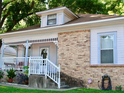 Photo for Gorgeous Garden St. House -Close to Downtown, parks and community pool. Nice!