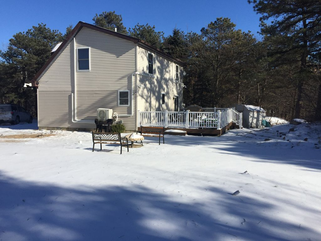 Cozy 5 bdr on a lake. Family friendly.... - HomeAway Long Pond