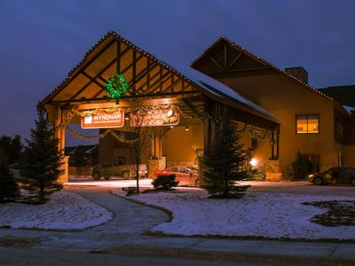 Photo for Wyndham Glacier Canyon 3 Bedroom Presidential w/Multiple Waterparks 8 wristbands