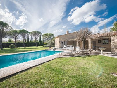 Photo for Charming villa in natural stone, beautifull garden, a lot of privacy. Near Gordes.