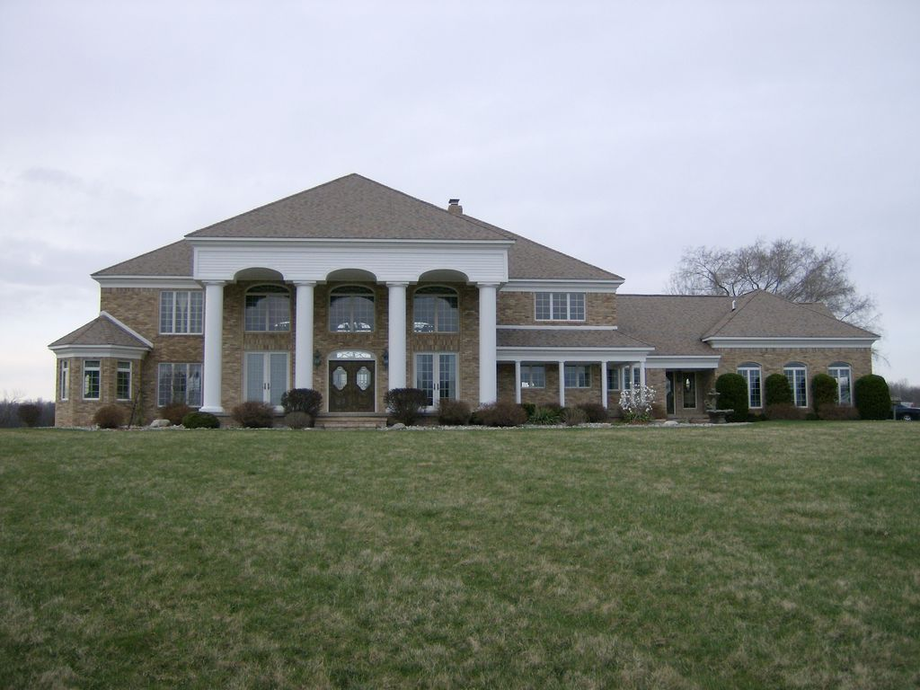Estate with separate livingquarters goodrich michigan for Separate living quarters