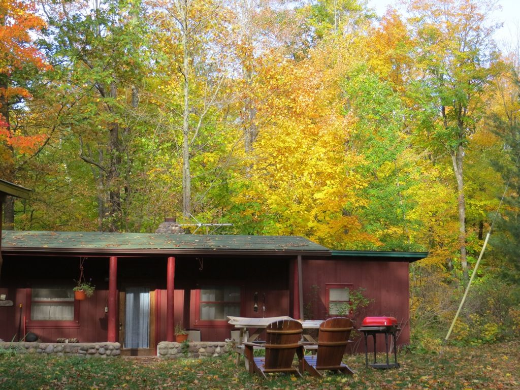 Vintage lake cabin in northern wisconsin iron river for Northwoods wisconsin cabin rentals