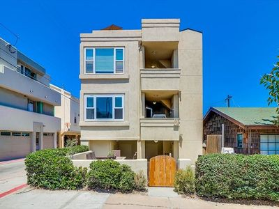 Photo for Contemporary Townhouse Centrally Located in Mission Beach!
