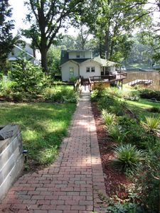 Magothy Cottage walkway from driveway