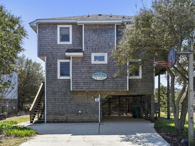 Photo for ONLY 500 ft to beach! Private Hot Tub, pet friendly!  Community Pool