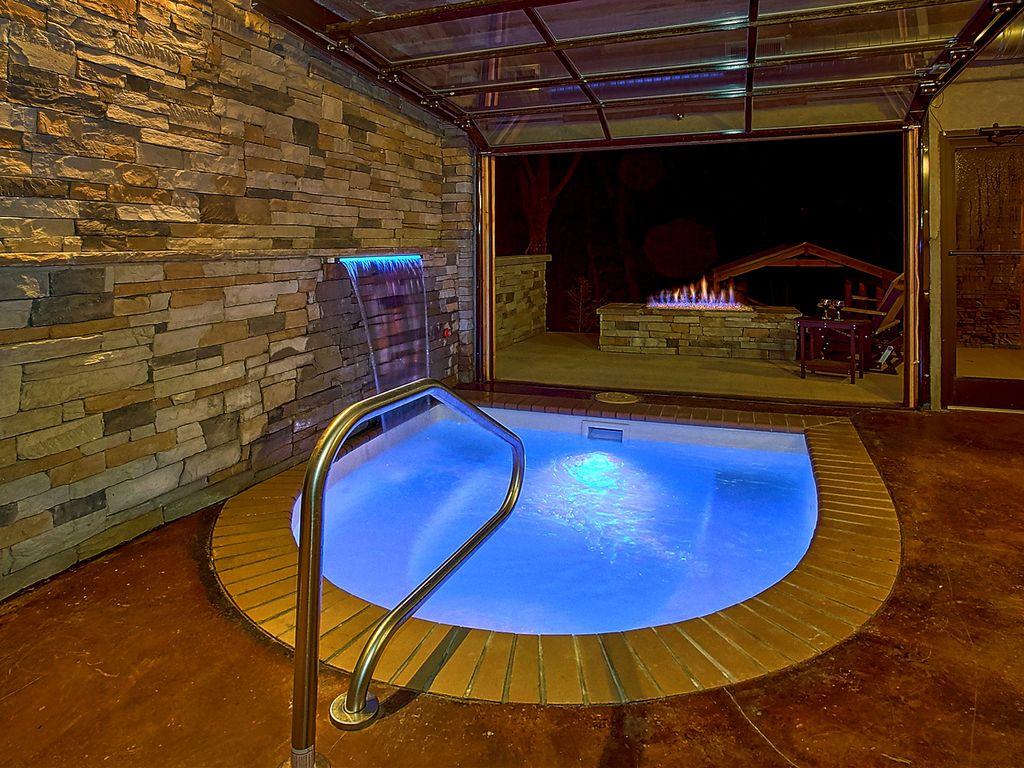 Amazing Indoor Spa : Romantic modern cabin with indoor pool spa and amazing