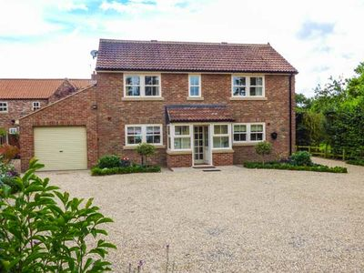 Photo for SLEEPY WILLOWS, family friendly in Husthwaite, Ref 941132