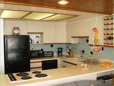 Fully loaded open kitchen w few new appliances. Cooking w oceanview & surf sound