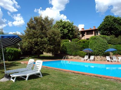 Photo for 3 bedroom Apartment, sleeps 6 with Pool and Walk to Shops
