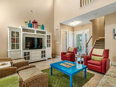 Dreamscicle ~ Forget your worries at this bright 4BR/3BA beach house!