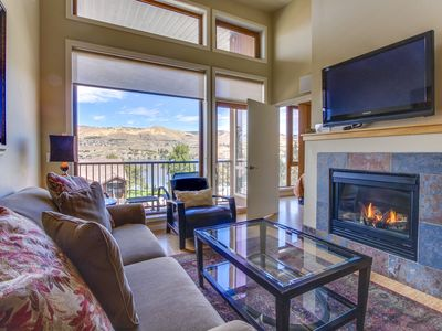 Photo for Well-located condo with patio, shared pool and hot tub, quieter location