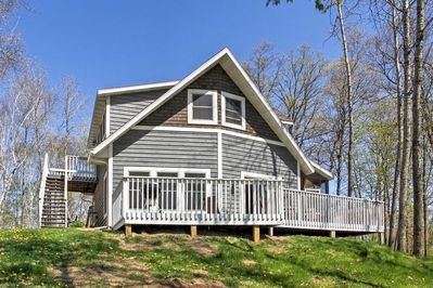 Enjoy the comfort of this luxurious 2-bedroom 2-bath vacation rental for 12.