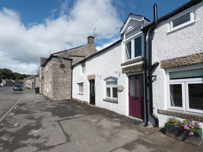 Photo for Owl Cottage, TIDESWELL