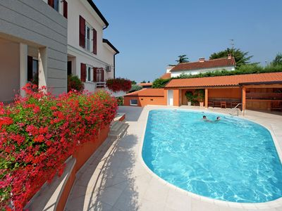 Photo for Apartment with shared pool, terrace, A/C and wifi  800 m from the beach