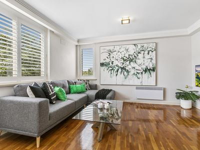 Photo for Oversized Apartment Close to City, Parks, MCG