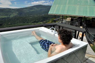 Volare's hot tub is on a tower connected by a suspension bridge - overlooking Turrialba valley. Even sweeter after dark. Fresh hot water each time you get in.. no chlorinated water.