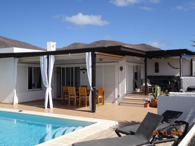 Photo for Villa in quiet residence, swimming pool, terraces, sea view and volcanoes