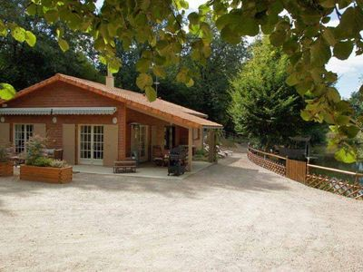 Photo for Charming wooden house for a nature stay close to the Marais Poitevin