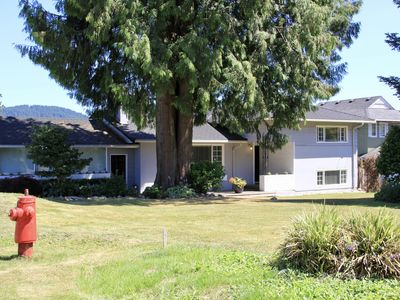 Photo for Beautiful & spacious house within walking distance to Deep Cove!