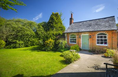 Photo for 1BR Cottage Vacation Rental in Ascot, England